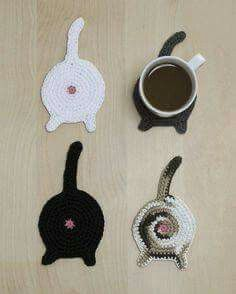 Cat coasters, because you never have enough cat themed stuff around. - Crochet and Knitting Patterns Untersetzer Cat coasters, because you never have enough cat themed stuff around. - Crochet and Knitting Patterns Chat Crochet, Crochet Home, Funny Crochet, Diy Crochet Gifts, Free Crochet, Crochet Cats, Crochet Octopus, Simply Crochet, Knitted Cat