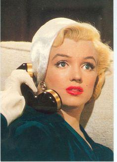 Marilyn Monroe on the phone. ♥