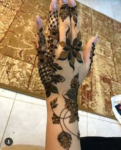 50 Most beautiful Chandigarh Mehndi Design (Chandigarh Henna Design) that you can apply on your Beautiful Hands and Body in daily life. Modern Henna Designs, Floral Henna Designs, Indian Mehndi Designs, Mehndi Designs Book, Mehndi Designs 2018, Mehndi Design Pictures, Mehndi Designs For Girls, Mehndi Designs For Beginners, Wedding Mehndi Designs