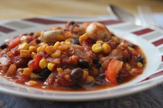 Two steps, twenty minutes, seven cheap ingredients – this vegan Chili 'No' Carne is the ultimate student food that's hearty and satisfying. Vegetarian Cooking, Vegetarian Recipes, Cooking Recipes, Healthy Recipes, Healthy Foods, Veggie Dishes, Veggie Recipes, Mexican Food Recipes, Snacks Recipes