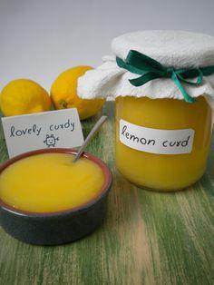 Esta receta me la dio mi vecina inglesa Patty, y que mejor que ella para contarme el paso a paso y conseguir un lemon curd  decente, usando ...