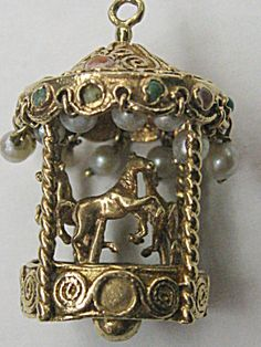 MOVEABLE CAROUSEL CHARM