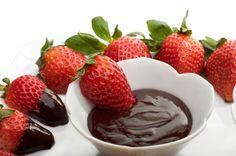 Die süße Schokosauce wird im Dampfgarer besonders cremig. Ein Rezept, das Groß und Klein begeistern wird.