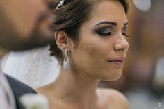 As grandes histórias sempre serão regadas pelas lágrimas. Clique para #lanecostafotografias  #AmorParaSempre #EstudioRoncolato #alemdoolhar #amor #noiva #lindanoiva #bride #lovestory #obrigadosantoantonio #weddinginspiration #instawedding #inesquecivelcasamento #wedding #casamento #wedding2016 #lindosnoivos #yeswedding #welovebrides #Noiva #VestidaDeNoiva #FearLess #InspirationPhotographer #Goias #Brasil #canon by rroncolato http://ift.tt/253zhTQ