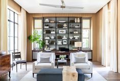 A young Houston family, torn between traditional and modern approaches to interior design, found their perfect match in Marie Flanigan and Melanie Hamel, of Houston-based Marie Flanigan Interiors, each of whom has a knack for marrying the new and the old. #interiordesign #home #hometour #homeinspo #houstonhome #modern #traditional #design #decor #house #homeideas #elledecor Modern Classic Interior, Traditional Interior, Modern Traditional, Interior Styling, Interior Decorating, Interior Design, Modern Decor, Modern Design, Basement Furniture