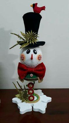 Cute Christmas Decorations, Snowman Decorations, Snowman Crafts, Christmas Tree Toppers, Christmas Bells, Felt Christmas, Christmas Projects, Christmas Time, Christmas Ornaments