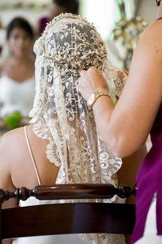 manolo blahnik fashion show Wedding Viel, Wedding Bride, Boho Wedding, Wedding Rings, Wedding Ideas, Bridal Crown, Bridal Hair, Bride Veil, Gold Wedding Decorations