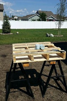 A Shipping Pallet Gets Flipped and Fancy Console Table Pallet DIY - Shipping Pallet Repurposing Proj Diy Furniture Chair, Diy Pallet Furniture, Repurposed Furniture, Cheap Furniture, Furniture Makeover, Outdoor Furniture Sets, Painted Furniture, Furniture Stores, Chair Makeover