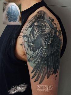 Résultat d'images pour raven tattoo Badass Tattoos, Body Art Tattoos, Sleeve Tattoos, Tattoos For Guys, Crow Tattoo For Men, Black Crow Tattoos, Tatoos, Arm Cover Up Tattoos, Cover Tattoo