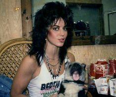 Joan Jett 😎 she has a cute puppy 🥺 Joan Jett, Vintage Goth, Rock And Roll, Cherie Currie, Pat Benatar, Lita Ford, Women Of Rock, Steve Perry, Punk