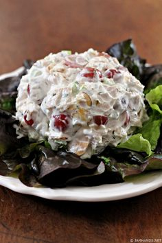 This tasty Neiman Marcus Chicken Salad has a secret ingredient that gives the texture of the salad a wonderfully creamy texture. Neiman Marcus Chicken Salad Lika fadeldarien Chicken This tasty Neiman Marcus Chicken Salad has a secret in Chicken Salad Recipes, Salad Chicken, Healthy Chicken, Rotisserie Chicken Salad, Cooked Chicken, Ina Garten Chicken Salad, Waldorf Chicken Salad, Chicken Salad Ingredients, Gastronomia