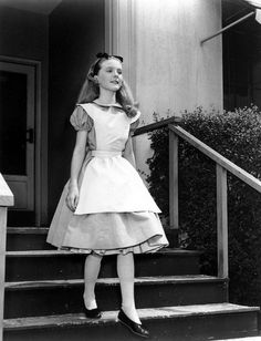 Kathryn Beaumont as Alice in a comedic monologue for kids in the film Alice in Wonderland, 1951 by Lewis Carroll Monologues For Kids, Female Monologues, Disney Monologues, Acting Monologues, Alice Cosplay, Alice Costume, Cosplay Girls, Film Alice In Wonderland, Adventures In Wonderland