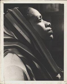 Delia Zapata llevó el folclor del Caribe y el Pacífico a audiencias urbanas nacional e internacionalmente http://www.danzaenred.com/articulo/para-delia-zapata-no-existia-colores-ni-razas-para-que-la-gente-bailara-arquimedes-perlaza