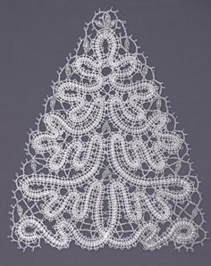 Christmas Knitting, Crochet Christmas, Bruges Lace, Bobbin Lacemaking, Lace Heart, Lace Jewelry, Lace Detail, Hair Pins, Knit Crochet