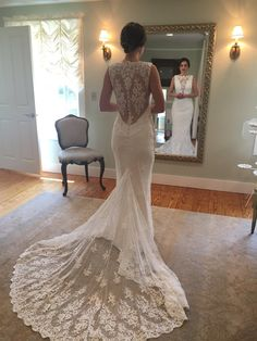 Completely brand new Romona Keveza dress from her 2016 fall collection! This dress has never been worn nor has it been altered. There are no stains or blemishes. I wore it once when i was trying on dr