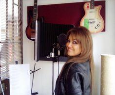 @BeaMusicMx en estudio de @masterFrenc cantando nueva rola #ensayo