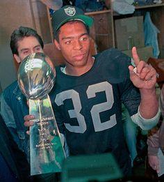 Marcus Allen Los Angeles Raiders Oakland Raiders Silver and Black Heisman Trophy Winner Oakland Raiders Football, Raiders Baby, Nfl Oakland Raiders, Nfl Football, Raiders Win, Football Memes, School Football, American Football, Football Players