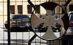 [ας πάψουμε επιτέλους να συντηρούμε τους μύθους της κοστοβόρας «παραπαιδείας» και της δωρεάν παροχής «θρησκευτικών» υπηρεσιών της Εκκλησίας] Ξένη δημοσίευση 1η Σεπτεμβρίου, 2015 – από τον Αντώνη Ζαμπούκα στο protagon.gr Η κυβέρνηση εμμένει στην επιβολή του ΦΠΑ στην ιδιωτική εκπαίδευση. … Συνέχεια αν