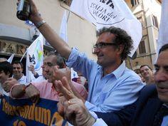 Paolo alla festa per vittoria ai referendum