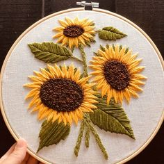 Simple Embroidery Designs, Hand Embroidery Patterns Flowers, Basic Embroidery Stitches, Hand Embroidery Videos, Creative Embroidery, Floral Embroidery, Weaving Patterns, Sewing Crafts, Dragonflies