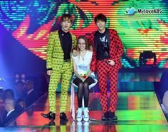 [PIC] 140609 KBS Official Facebook Update : Music Bank in Brazil - #ToHeart (Woohyun & Key) with lucky fan on stage pic.twitter.com/MPutETvCaV