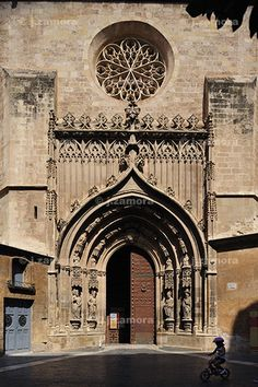 Puerta de los Apóstoles of Murcia Cathedral, Spain Oh The Places You'll Go, Places To Visit, All About Spain, Church Architecture, Spain And Portugal, Place Of Worship, Barcelona Cathedral, Castle, Around The Worlds
