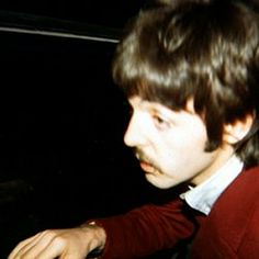 Paul finishes for the night, Sgt Pepper, 1967 Foto Beatles, The Beatles, Beatles Photos, Sir Paul, John Paul, Paul Mccartney, Bug Boy, Beatles Sgt Pepper, My Past Life