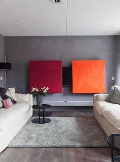 De televisie in het interieur Fernseher hinter Schiebe-Bildern verstecken tolle Farben
