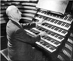 Wanna play chuch organ? Easy... Marcel Dupré at Wanamaker organ, Philadelphia, circa 1948