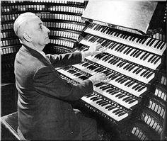Wanna play chuch organ? Easy...  Marcel Dupré at Wanamaker organ, Philadelphia…