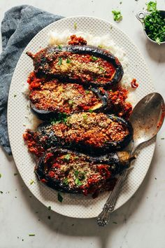 egg meals Stuffed baked eggplant with Moroccan-spiced lentils! Just 9 ingredients, big flavor, plenty of protein and fiber, and the perfect side dish or entre. Lentil Recipes, Veggie Recipes, Whole Food Recipes, Vegetarian Recipes, Cooking Recipes, Healthy Recipes, Baker Recipes, Crockpot Recipes, Vegetarian Benefits