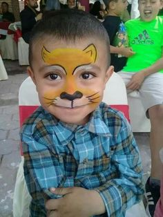 Len 40 easy tiger face painting ideas for fun Animal Face Paintings, Animal Faces, Face Painting For Boys, Body Painting, Simple Face Painting, Disney Face Painting, Tinta Facial, Diy Maquillage, Tiger Face Paints