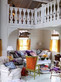 Mark D. Sikes: love this schlumpy/casual/colorful lived-in room!