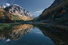 Reflejos en el lago la LLebreta  (aigüestortes)
