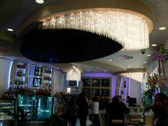 Une exclusivité des Artisans du Lustre: la création de lustres et luminaires en verre recyclé www.i-lustres.com