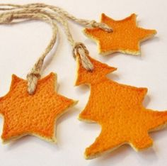 10 Inspiring Trends in Christmas Tree Ornaments and Winter Holiday Decorations Christmas Ornament Crafts, Christmas Tree Decorations, Christmas Colors, Christmas Time, Christmas Oranges, Deco Orange, Orange Ornaments, Deco Originale, Navidad Diy