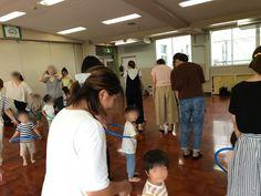 昨日はいつも年少・年中さんのリトミックを行なっている幼稚園で子育てサロン(プレ保育)でのご依頼があり行ってきました  就園前の二歳児さん親子がたくさん参加して下さって2回に分けて行いました   始まりには必ずふれあい遊びを取り... 詳しくは http://at-ml.jp/73166/?p=5&fwType=pin