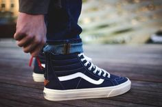 Different Types of Sneakers. I wager it is those sneakers that you use everywhere. Sneaker can be used for lots of things Vans Sneakers, Moda Sneakers, Sneakers Mode, Sneakers Fashion, High Top Sneakers, Vans Sk8 Hi Outfit, Sk8 Hi Vans, Fashion Models, Mens Fashion