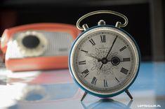 Zegar, budzik Jantar produkcji ZSRR, lata W tle telefon marki ASTER z peerelu. Best Wordpress Themes, Alarm Clock, Beautiful Homes, Aster, Decorations, Design, Home Decor, Projection Alarm Clock, House Of Beauty