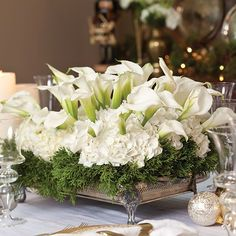 19 large-scale ivory flower arrangement with lilies and hydrangeas - Shelterness