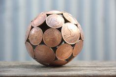sculture-metallo-riciclato-monete-chiavi-moerkey-14