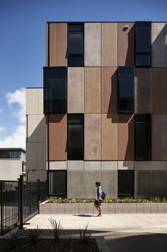 Completed in 2014 in Auckland, New Zealand. Images by Simon Devitt. The new University of Auckland student accommodation campus is located at Carlaw Park, adjacent to the Auckland Domain. The student accommodation. Architecture Design, Architecture Awards, Modern Architecture House, Facade Design, Sustainable Architecture, Amazing Architecture, Classical Architecture, Landscape Architecture, Precast Concrete Panels