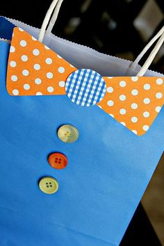 DIY fathers day gifts-decorate a gift bag for your Dad
