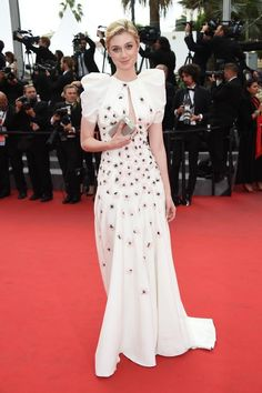 Cannes 2015 - Elizabeth Debicki in Giambattista Valli - Day 11 (montée des marches Macbeth)