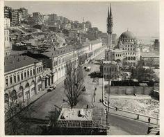 Tophane Kışla binaları yıkılmadan önce 1950ler Pictures Of Turkeys, Old Pictures, Old Photos, Istanbul City, Istanbul Turkey, Istanbul Pictures, Ottoman Empire, Historical Pictures, Old City