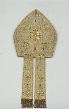 BeWeB - Opera : Manif. inglese sec. XX, Mitra bianca con decorazioni dorate di Monsignor Pella