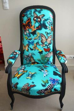 tissu butterfly parade christian lacroix pour fauteuil voltaire vendu par la rime des matieres