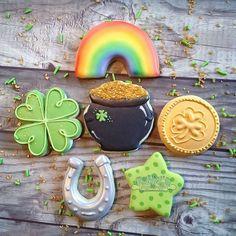 Tara (@punkyssugarshoppe) • Instagram photos and videos Cookie Box, Cookie Swap, Gingerbread Man Cookie Cutter, Cookie Cutters, Mini Cookies, Sugar Cookies, Cookie Frosting, How To Make Cookies, Cookie Decorating