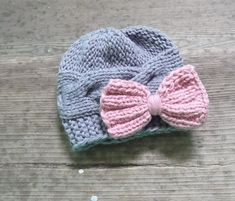 Crochet Bows, Crochet Beanie, Knit Or Crochet, Baby Girl Hats, Girl With Hat, Baby Bows, Baby Hats Knitting, Knitted Hats, Etsy Christmas