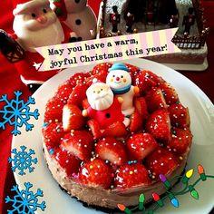 入院してる旦那の病院へ持っていきます(^-^)/初めてケーキてゆうケーキ作ったけど、生クリームやメレンゲを泡立てたりで疲れた。。。ナパージュも作ってイチゴつやつやー オーブンGETしたらロールケーキなどもはやく作りたい(;_;) - 303件のもぐもぐ - X'mas cake★生チョコ風レアチーズケーキ by Maricoskitchen